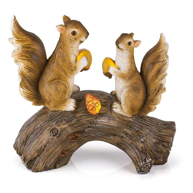 Decorative polyresin figurine statue squirrel  garden log squirrel