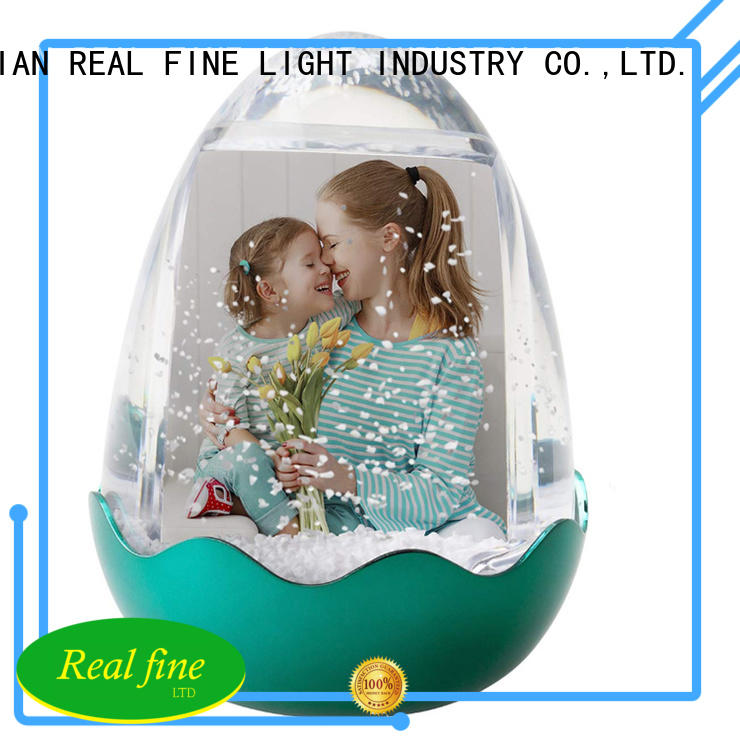Real Fine polyresin snow globe souvenirs supply for office